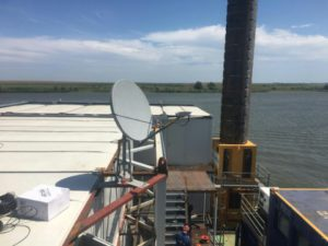 VSAT на жилом модуле для нефтяного месторождения на Каспии